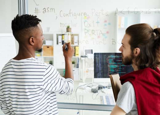 Stagiaire suivant une formation Virtualisation - Cloud - DevOps